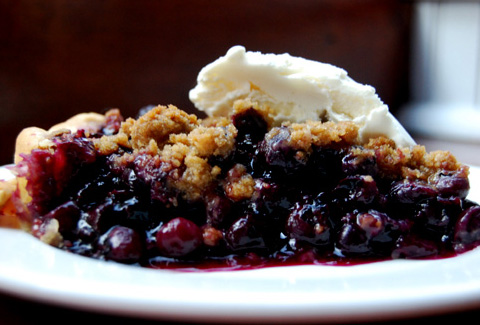 Blueberry Crumble Pie (Seasonal) @ Pearl Oyster Bar